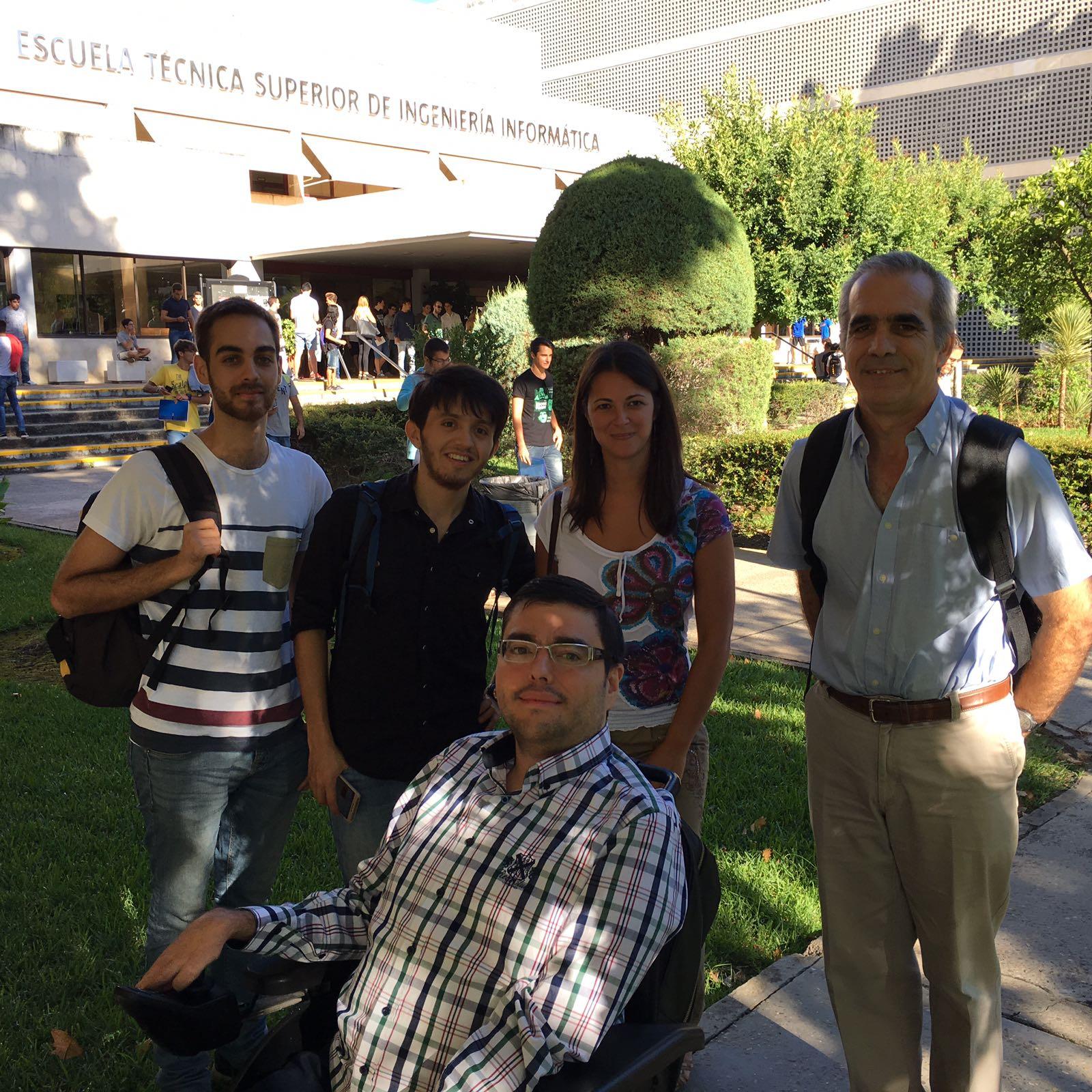 Colaboradores del grupo IWT2 junto al Director de la Cátedra